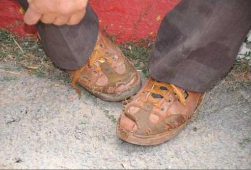 Şehit babasının yırtık ayakkabısı