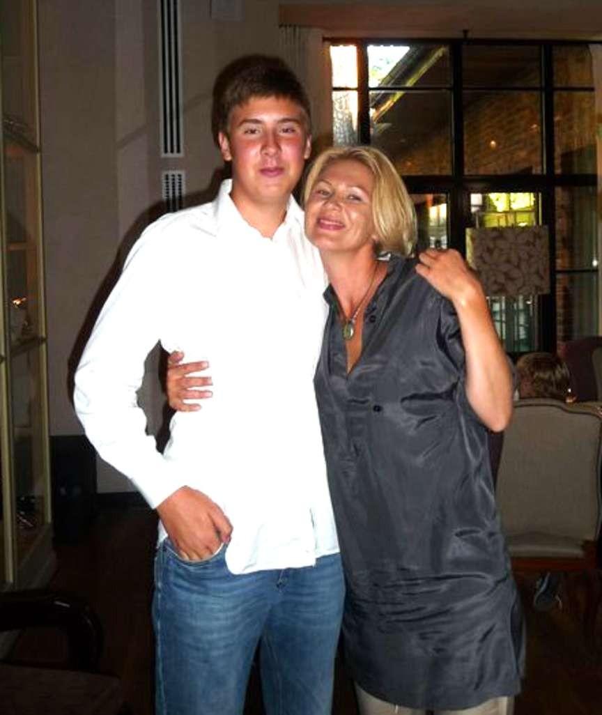 anastasia sosina novikova medyafaresi com rusya milyarder işadamı İgor sosin in eski eşi anastasya novikova sosina nın oğlu tarafından korkunç şekilde öldürüldüğü cinayetin şokunu yaşıyor