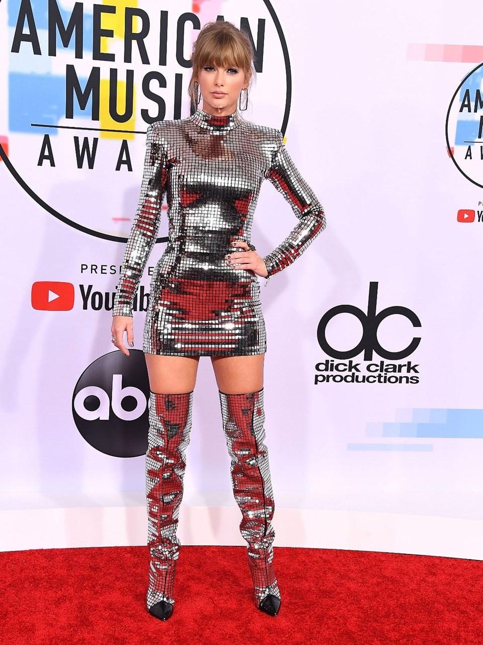 Amerikan Müzik Ödüllerinde Ünlü Kadınların Şıklık Yarışı