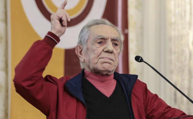 Aydemir Akbaş: Bugünkü sanatçılarla tuvalete gitmem 75