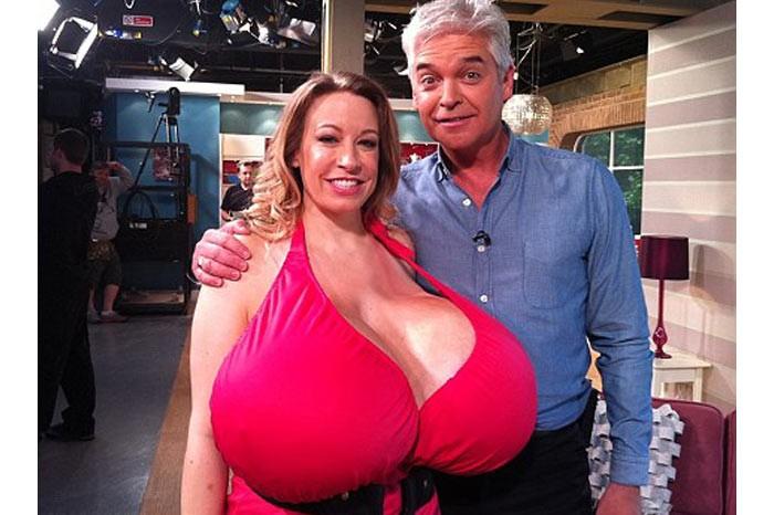 Челси Чармз обладательница самой большой груди в мире (7 фото) .