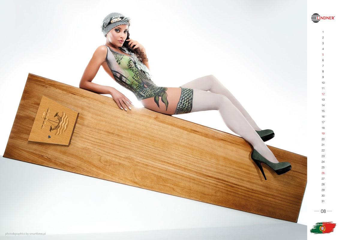 Calendario Mujeres Desnudas.Calendario Con Mujeres Desnudas Sobre Ataudes Noticias En