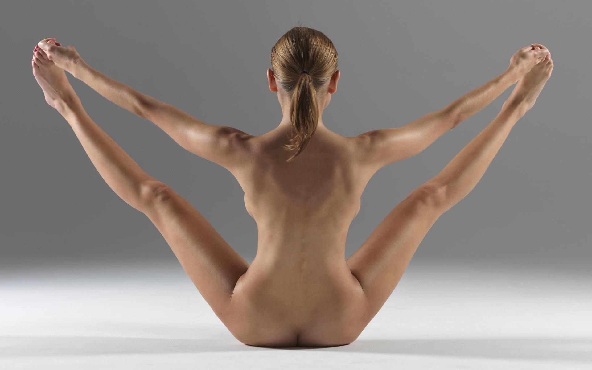 obnazhennaya-yoga-foto