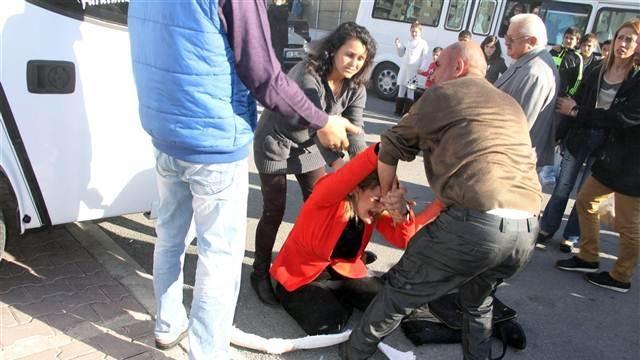 Kızının kurşunlandığı aracın önünde kriz geçirdi