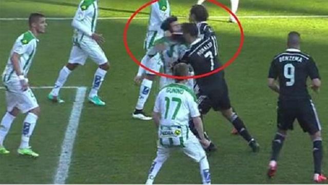 Ronaldo'dan rakibine yumruk ve tekme!