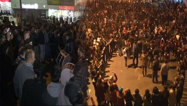 Hakkari'de Kobani coşkusu! Böyle kutladılar