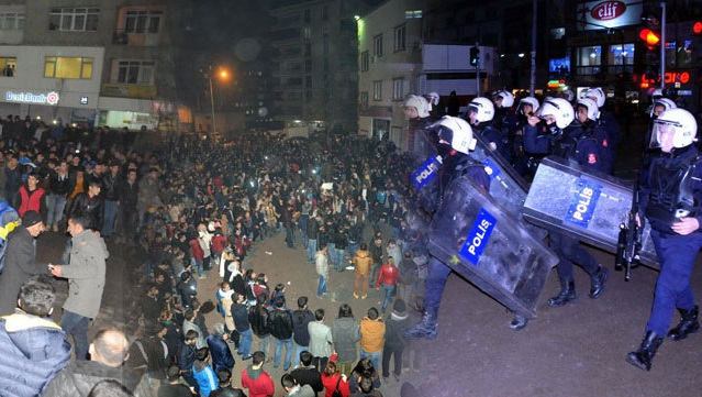 Hakkari ve Diyarbakır'da Kobani kutlaması, Van'da müdahale