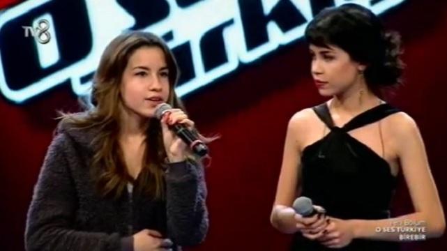 O Ses Türkiye Ceyda'nın ikizi sahneyi salladı