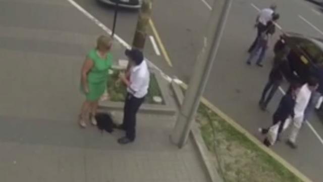 Laf attığı kadın annesi çıkınca...