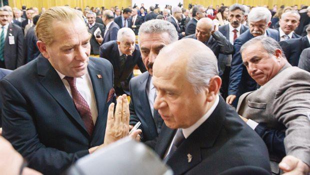 Bahçeli'den Atatürk selfie'sine kibarca ret