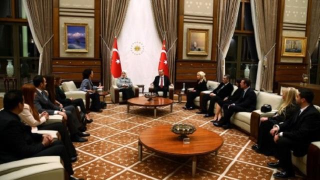 Erdoğan'dan sanatçılarla sürpriz görüşme