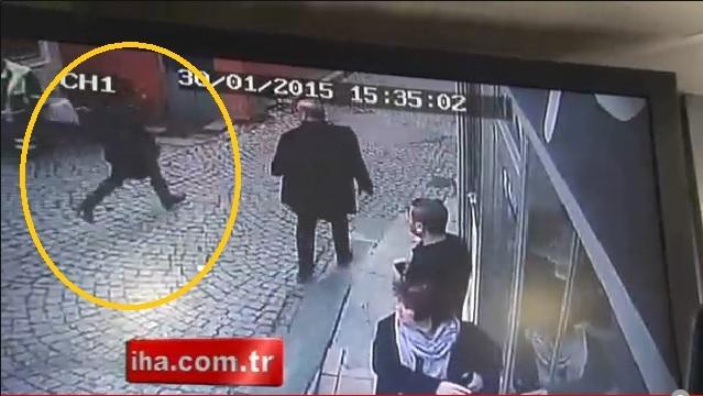 Sarışın silahlı kadının kaçış anı kamerada