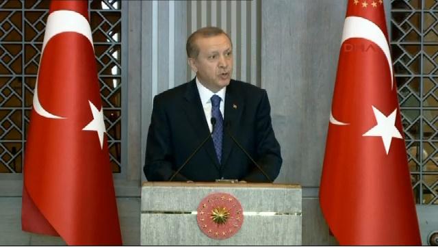 Erdoğan: Erkeksen erkek gibi dolaş, kadın eteğiyle...