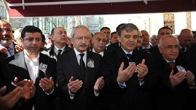 Yaşar Kemal'in cenazesinde dikkat çeken fotoğraf