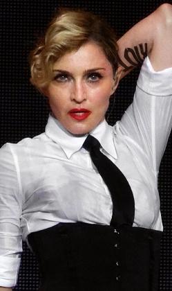 Lady Gaga şarkımı çaldı