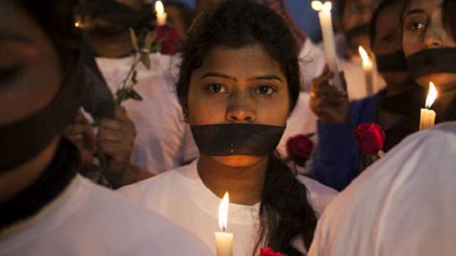 Akşam sokağa çıkan kız ölümü hak ediyor