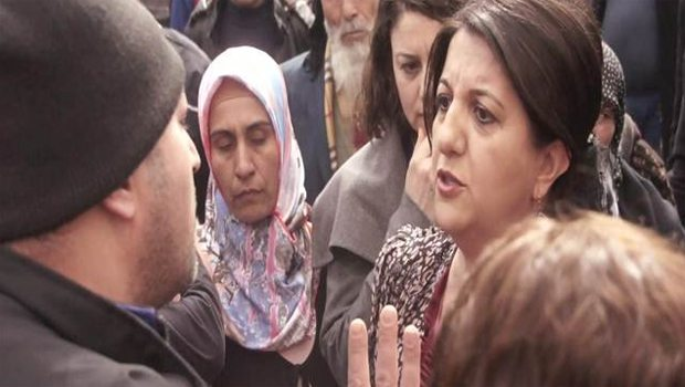 Pervin Buldan ve polislerin Öcalan posteri tartışması