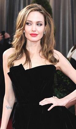 Angelina Jolie memelerinden sonra...