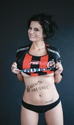 Gazeteci Alejandra Omana takımı için soyundu!
