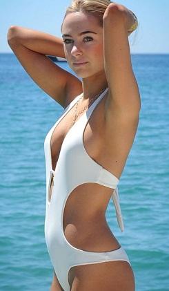 Kimberley'den seksi bikini tanıtımı