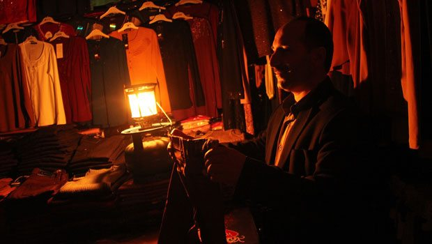 İstanbul'un her iki yakasında da elektrik kesintisi sürüyor
