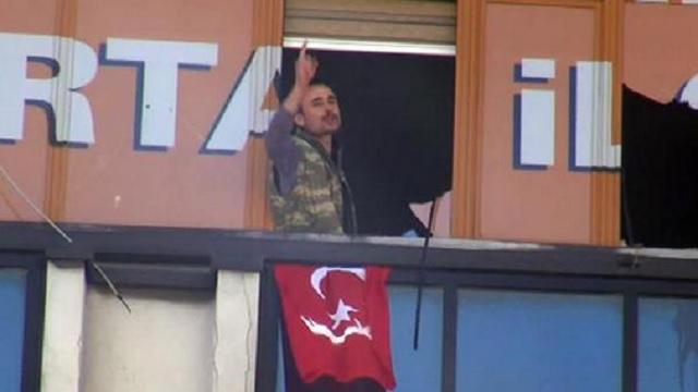 AK Parti binasına silahlı baskın!..
