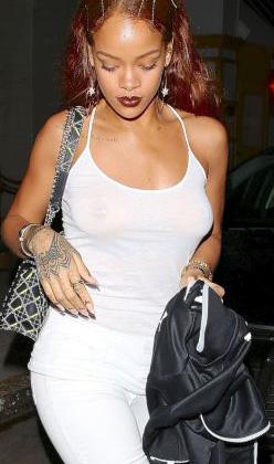 Rihanna iç çamaşırsız yakalandı!