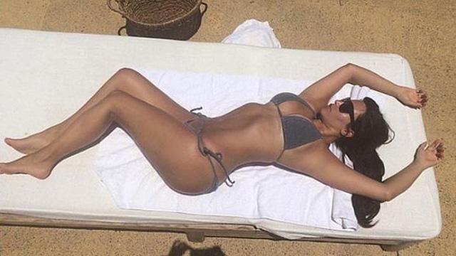 Kim Kardashian'ın Selfie pozları kitap oluyor