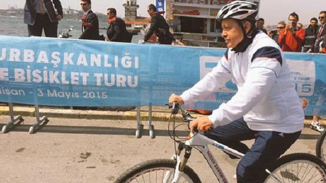 Bisikletli Erdoğan önde, bürokratlar arkada