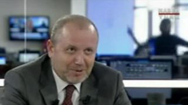 Haberturk TV'de canlı yayında göbek şov