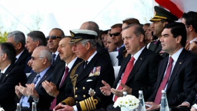 Prens Charles Kur'an'ı başı önde dinledi