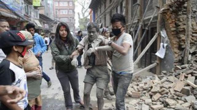 Nepal'de deprem anı kameralara böyle yansıdı!