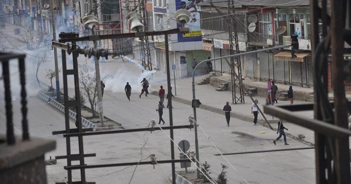 YPG'linin cenazesinde olaylar çıktı! Yüksekova karıştı