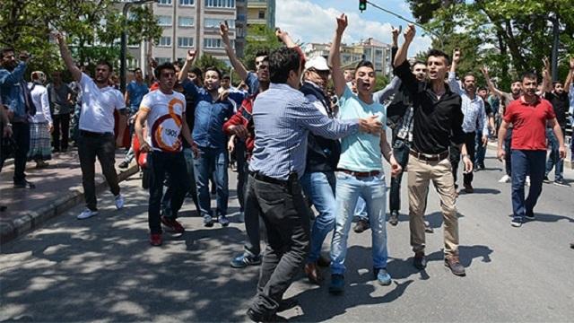 HDP mitingini ülkücüler bastı!