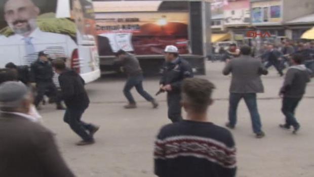Miting sonrası ortalık karıştı! Polis silah çekti