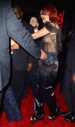 Rihanna'nın transparanı başına dert oldu
