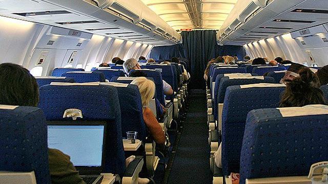 Uçakta hostese tacize 1000 TL ceza