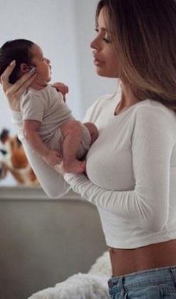 Instagram güzeli Sarah'dan doğum sonrası ilk poz