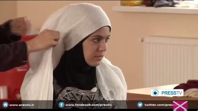 Ukraynalı kadınlara uygulamalı başörtüsü eğitimi