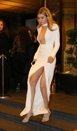 Cannes yıldızları dekolteyi abarttı