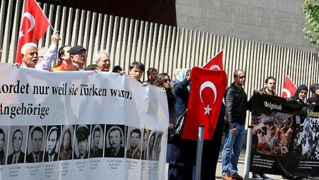 Berlin'de Ermenilere karşı bayrak nöbeti