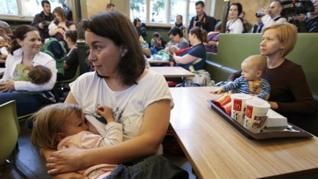 McDonald's'ı emziren anneler bastı
