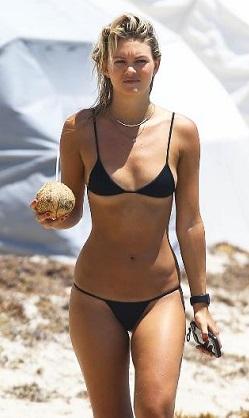Lauren Hayes'a bikinisi dar geldi