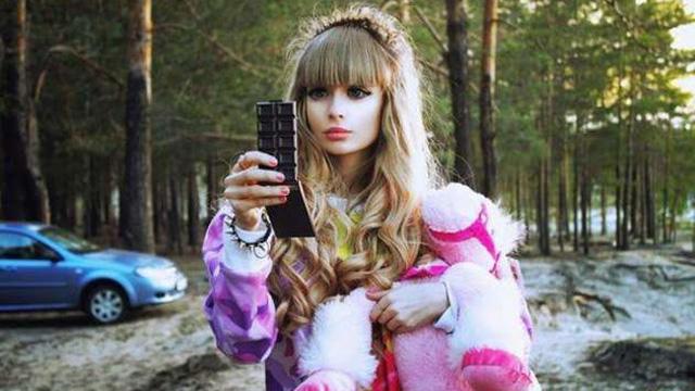 İşte Rusların estetiksiz Barbie'si Angelica