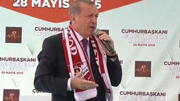 Erdoğan: Bir pop star çıkardılar, iyi de saz çalıyormuş