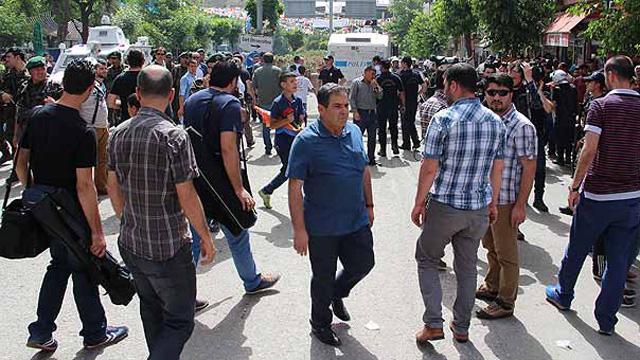 Siirt'te HDP'liler ve AKP'liler arasında gerginlik
