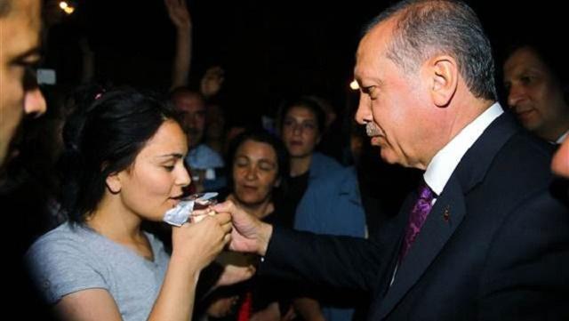 Erdoğan, düşen kızı böyle teselli etti