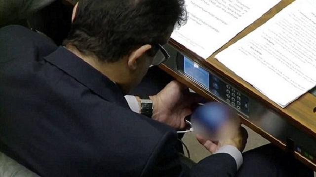 Milletvekili mecliste porno izledi!