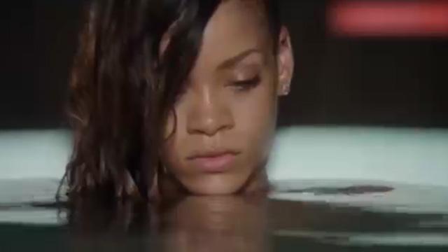 Rihanna'nın klip arkası görüntüleri olay oldu!