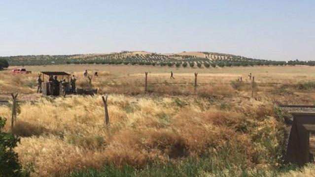 IŞİD askerlerin gözü önünde sınıra mayın döşedi